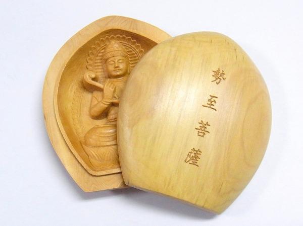柘木雕的观音佛像